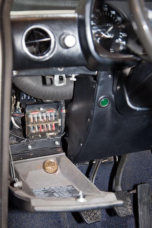 BMW 3,0 S (E3), Sicherungskasten im Innenraum