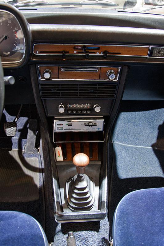 BMW 3,0 S (E3), Mittelkonsole vorne