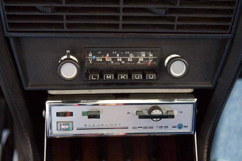 BMW 3,0 S (E3), Mittelkonsole vorne mit Radio