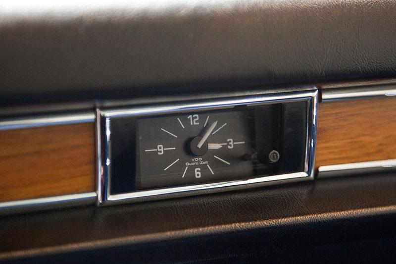 BMW 3,0 S (E3), Uhr im Beifahrerbereich