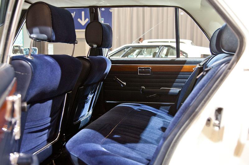BMW 3,0 S (E3), Blick in den Innenraum hinten