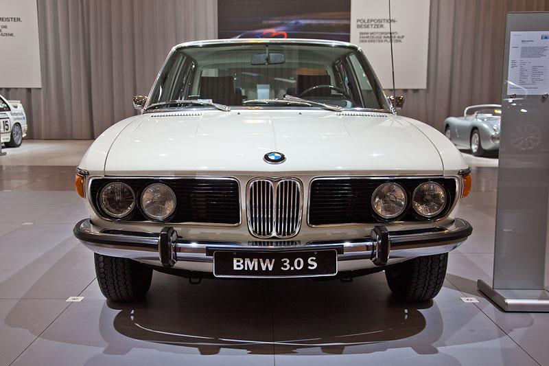 BMW 3.0 S (E3) von André Krämer (BMW E3 Limousinen Club) auf der Techno Classica 2012 in Essen