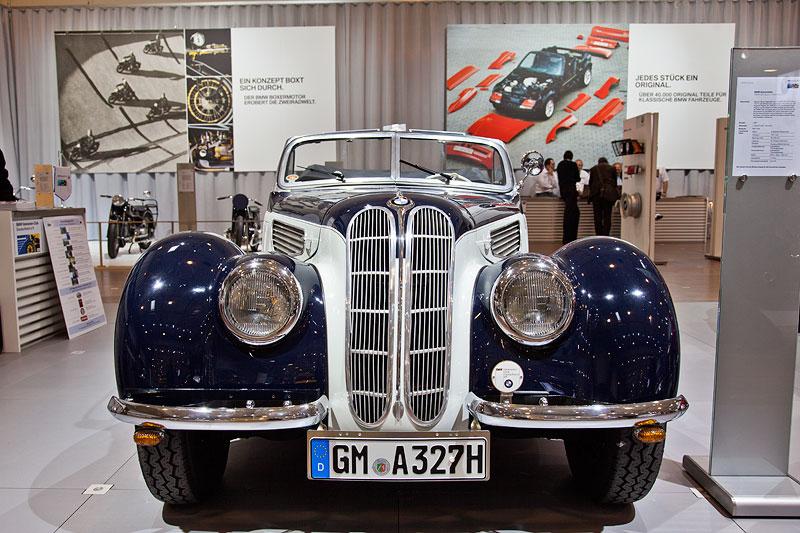BMW 327 Sport-Kabriolett von Florian Winterschliede (BMW Veteranen Club Deutschland e.V.) auf der Techno Classica 2012 in Essen