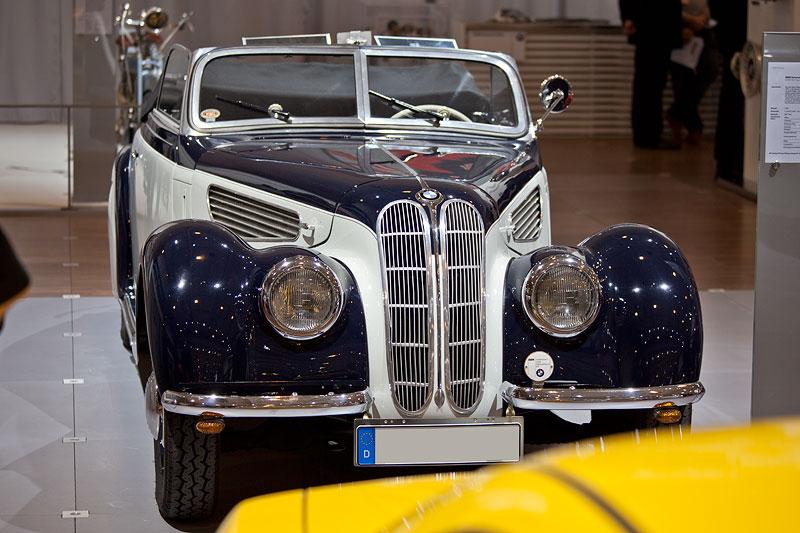 BMW 327 Sport-Kabriolett, Baujahr 1938, ehemaliger Neupreis: 7.500 RM