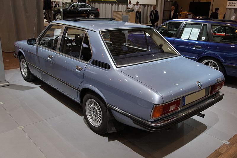 BMW 518 (Modell E12), mit 4-Zylinder Reihenmotor und 90 PS