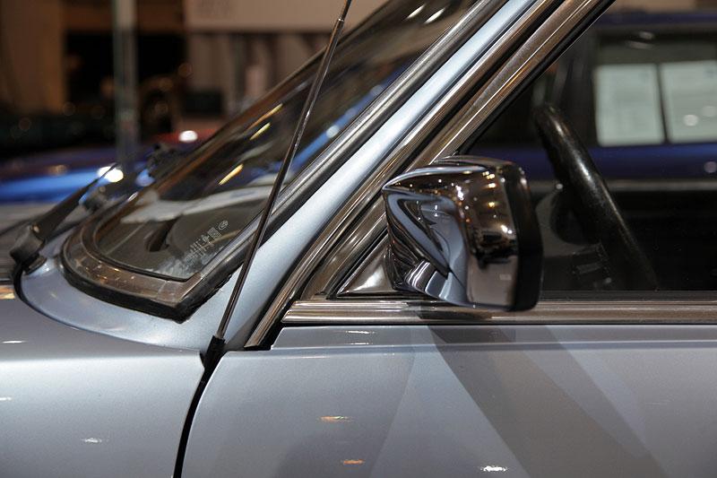 BMW 518 (Modell E12), verchromter Außenspiegel