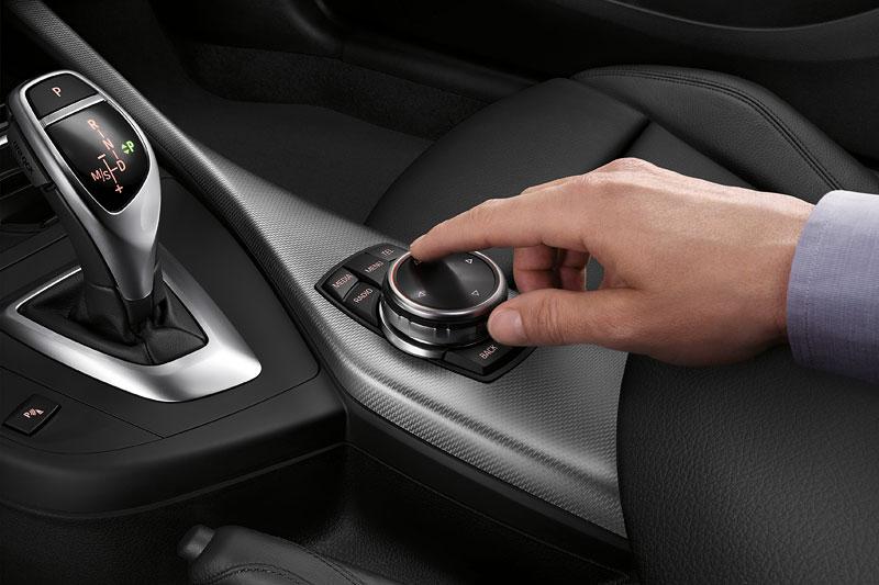 BMW 2er Coupé, Interieur, iDrive Touch Controller auf der Mittelkonsole vorne
