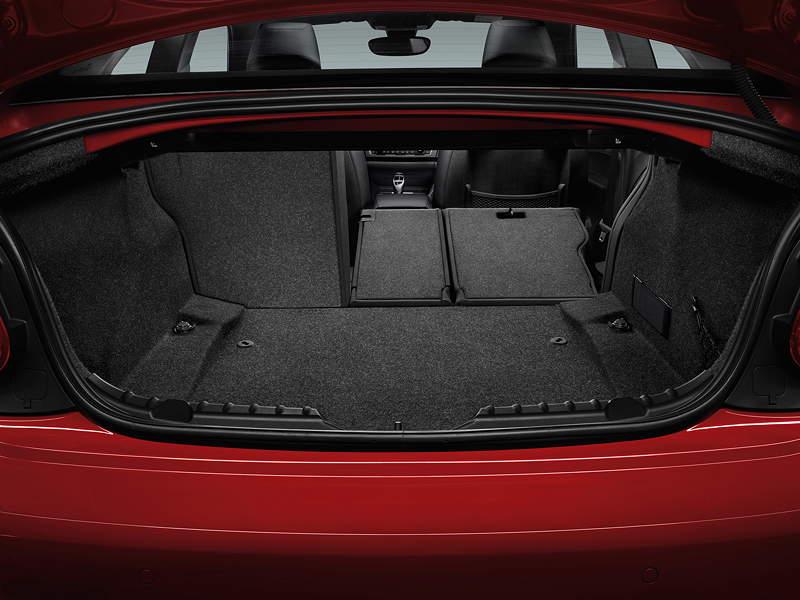 BMW 2er Coupé, Interieurk, serienmäßig mit 60:40 teilbare Rückbank