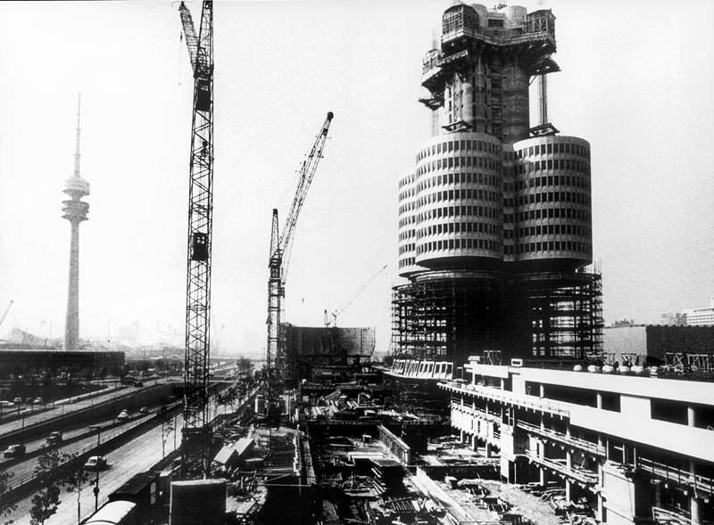 BMW Hochhaus '4-Zylinder' in der Bauphase