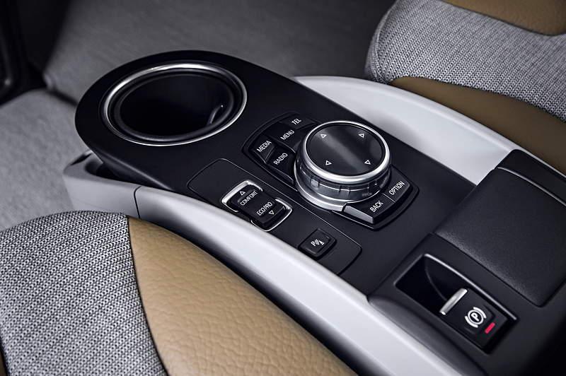 BMW i3, Mittelkonsole vorne mit iDrive Controller