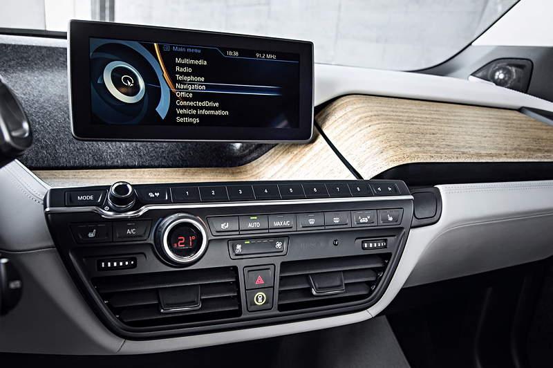 BMW i3, Mittelkonsole vorne mit Bordmonitor