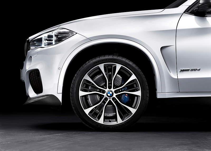Der neue BMW X5 mit BMW M Performance Zubehör. 21Zoll große BMW M Performance Leichtmetallräder in Bi-Color-Ausführung.