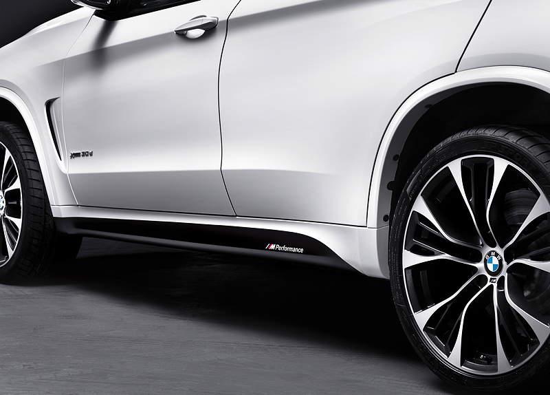 Der neue BMW X5 mit BMW M Performance Zubehör. Seitenschwellerfolierungen mit MPerformance Schriftzug.
