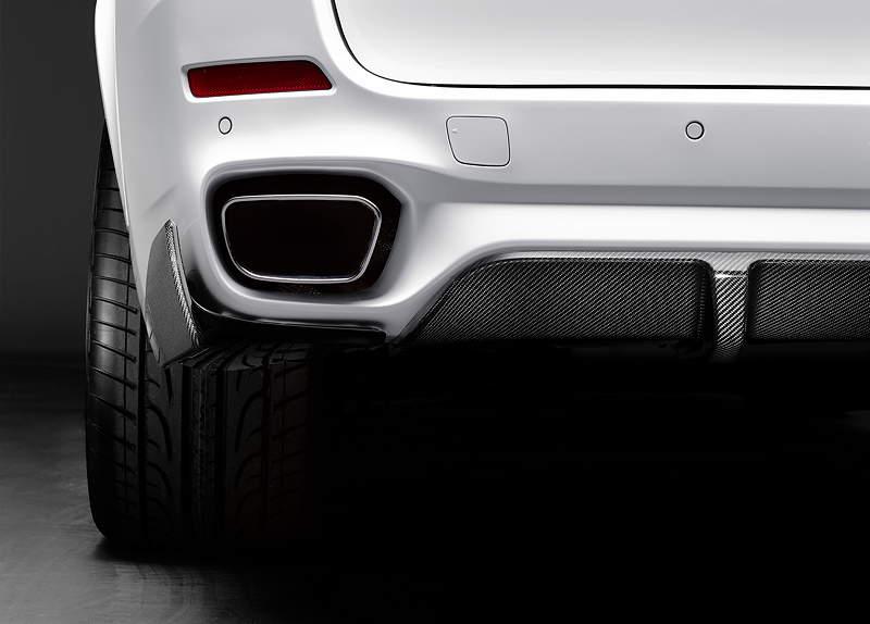 Der neue BMW X5 mit BMW M Performance Zubehör. Diffusor-Einsatz für die Heckschürze.