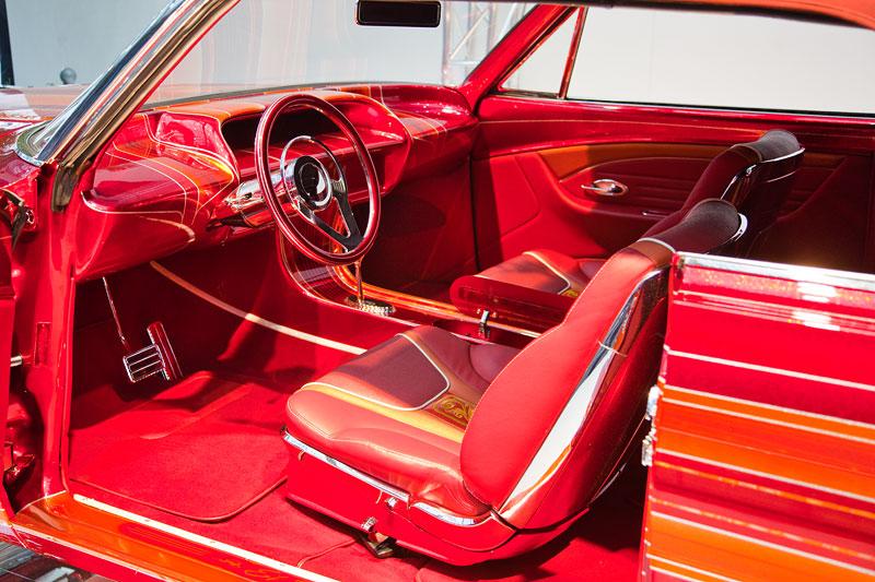 El Rey, Innenraum im roten Leder, Low Rider in der Galeria, Essen Motor Show 2013