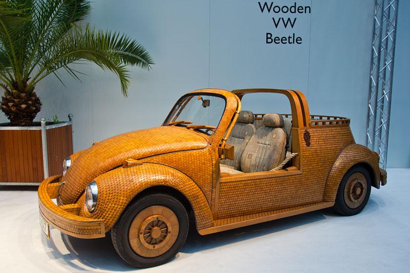 VW Käfer - Kultauto im Holz-Look. Besitzer und Erbauer: Momir Bojic (Bosnien-Herzegowina)