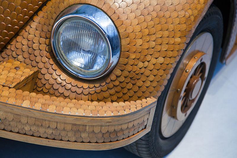 VW Käfer - Kultauto im Holz-Look. Bauzeit: 18 Monate, 20.000 Eichen-Holzteile wurden per Kleister auf die abgeschliffene Metall-Karosse aufgetragen.