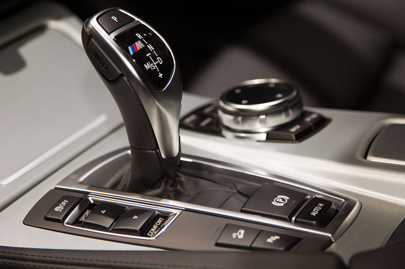 BMW M550d xDrive Touring, iDrive- und Touch-Controller