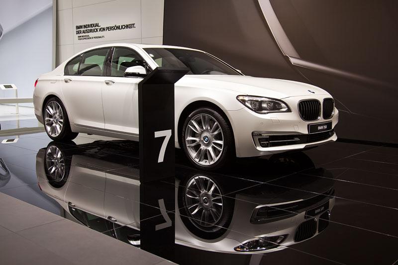BMW 750i Individual in Sonderlackierung Frozen Brilliant White metallic (4.800 Euro Aufpreis)