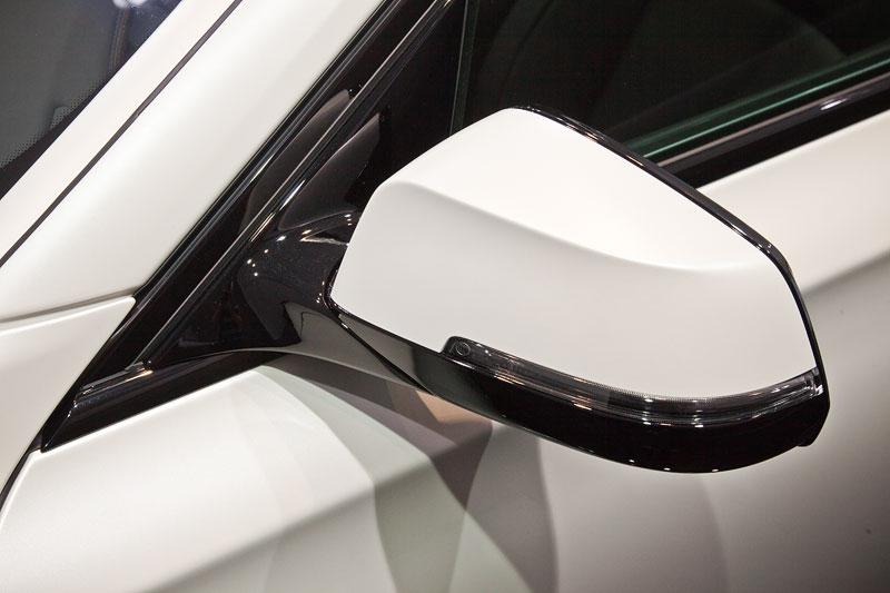 BMW 750i Individual mit hochglazlackiertem Spiegel-Dreieck