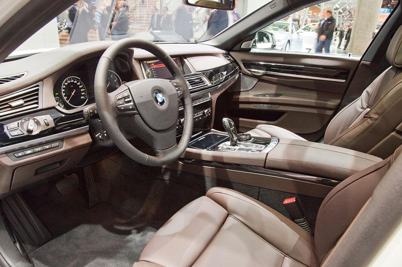BMW 750i Individual mit Volllederausstattung Merino Feinnarbe Cohibabraun/Schwarz (6.680 Euro Aufpreis)