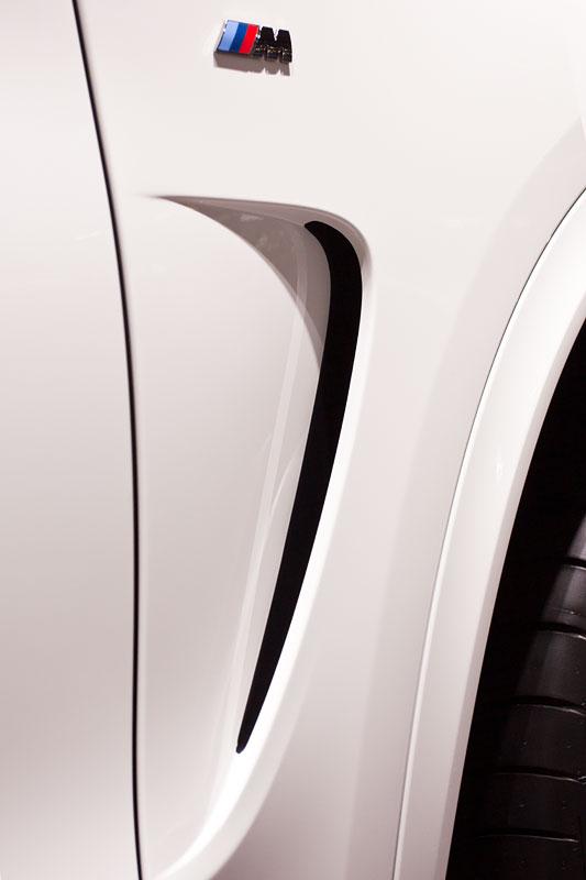 BMW X5 M50d, seitliche Kieme und M Symbol