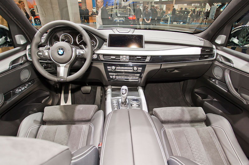 Foto bmw x5 m50d interieur vergr ert for Interieur x5