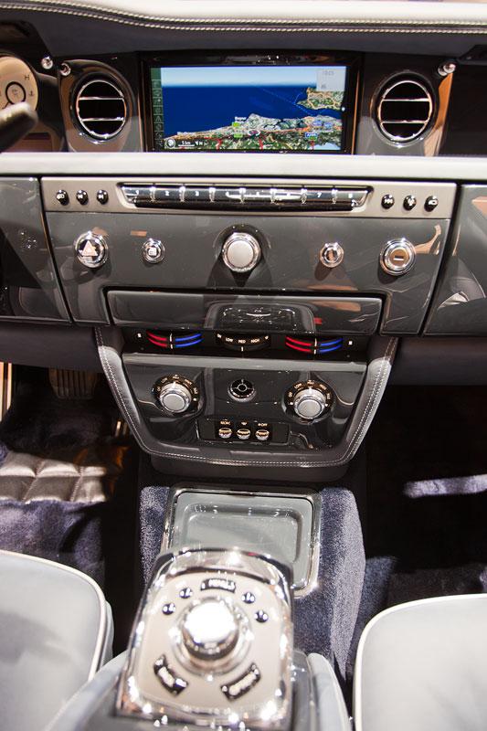 Rolls-Royce Celestial Phantom, Mittelkonsole mit Bord-Bildschirm