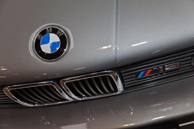BMW M3, BMW Logo auf der Motorhaube, M Logo im Kühlergrill