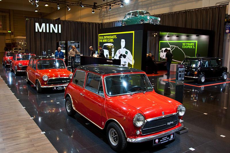 BMW Group Messestand auf der Techno Classica 2013: vorne Innocenti MINI-Reihe