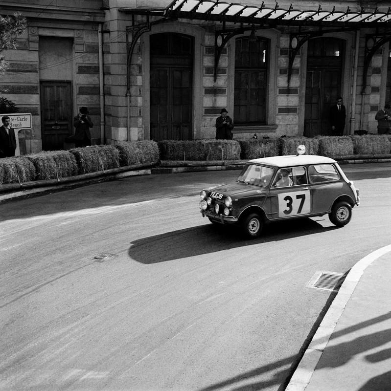 Paddy Hopkirk/Henry Liddon im Mini Cooper bei der Rallye Monte Carlo 1964
