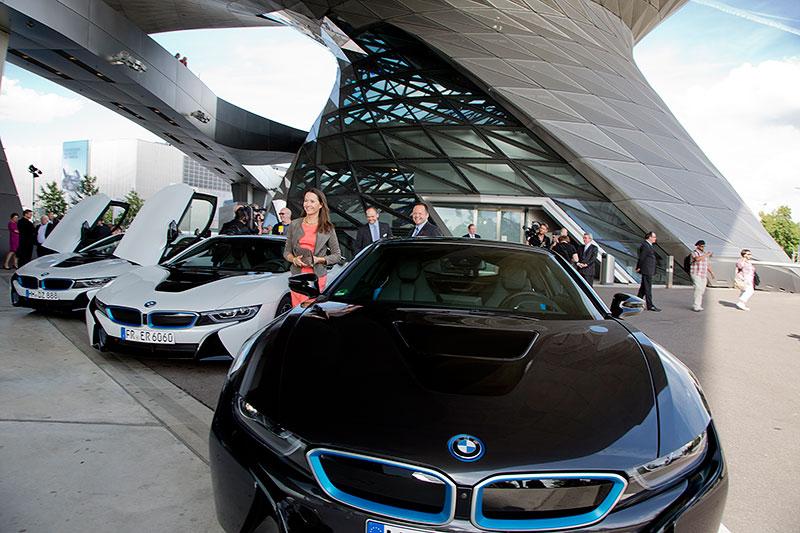 Weltweit erste BMW i8 Auslieferungen am 05. Juni 2014 in der BMW Welt in München.