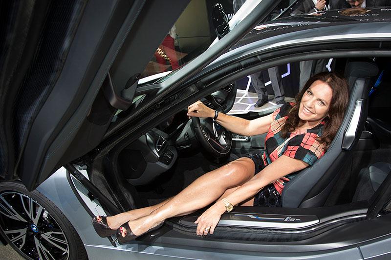 Weltweit erste BMW i8 Auslieferungen am 05. Juni 2014 in der BMW Welt in München: Christine Neubauer.