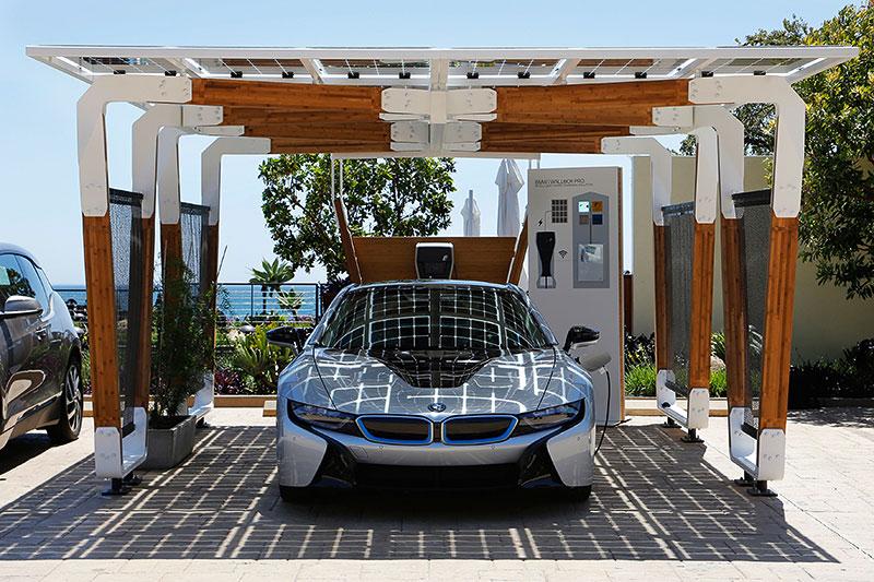 BMW i Solar Carport Concept mit dem BMW i8