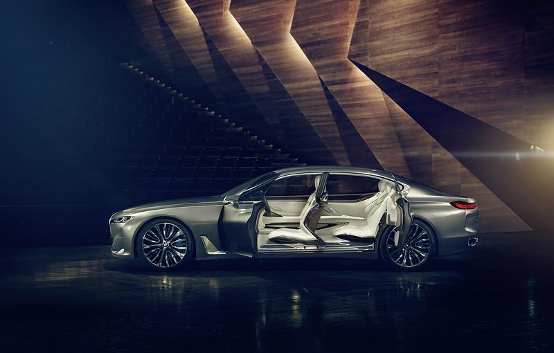 BMW Vision Future Luxury. Die weit öffnende Coachdoor-Konstruktion wird erst durch die neue B-Säulenlösung aus Carbon möglich.
