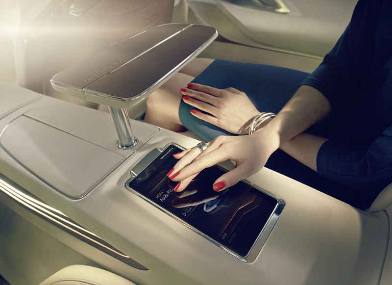 BMW Vision Future Luxury. Interieur. Rear Seat Touch Command Tablet.
