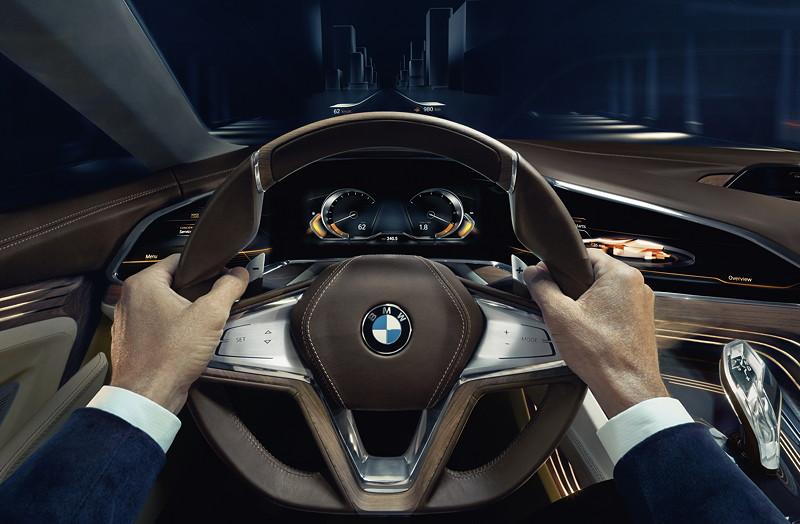 BMW Vision Future Luxury. Mit kontaktanalogem BMW Vision Head-Up Display. Informationen werden direkt vor den Fahrer auf die Straße projiziert.