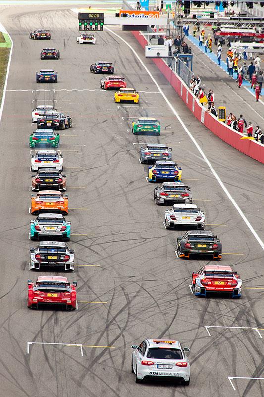 Fahrerfeld kurz vor dem Start des ersten DTM-Rennens des Jahres 2014 am Hockenheimring