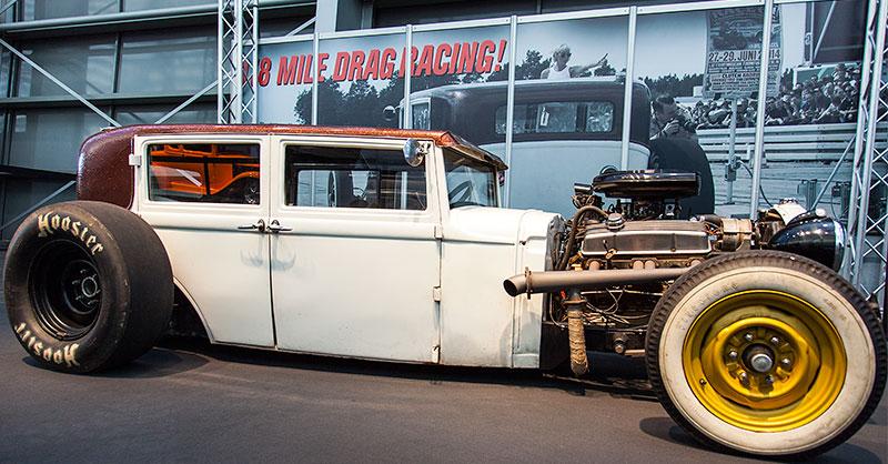 Drag Racer in der Galeria, Essen Motor Show 2014