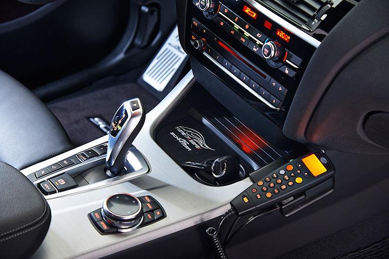 Polizei BMW X4 by AC Schnitzer, Interieur