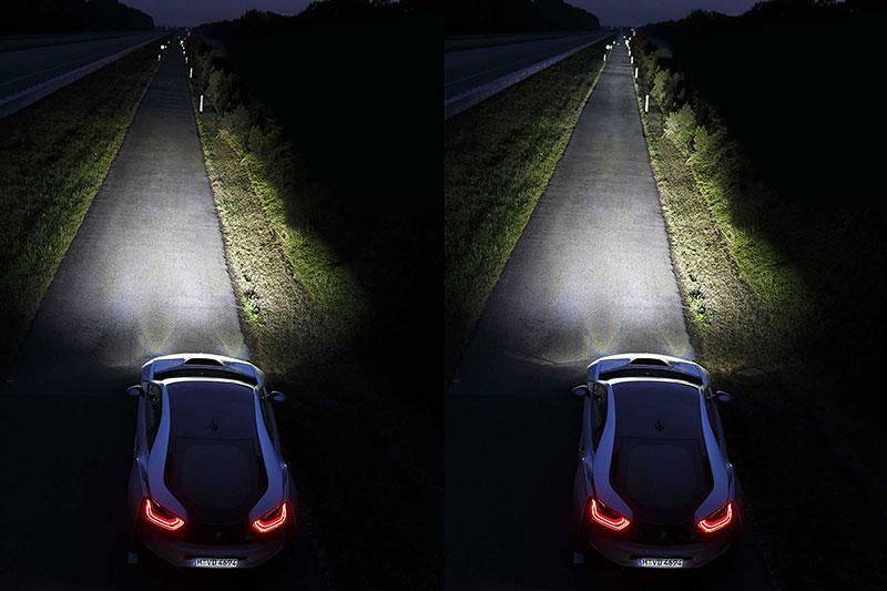 BMW i8; links: LED-Fernlicht, rechts: Laser-Fernlicht