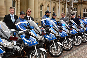 bmw motorrad bergibt 44 bmw r 1200 rt an die polizei baden w rttemberg. Black Bedroom Furniture Sets. Home Design Ideas