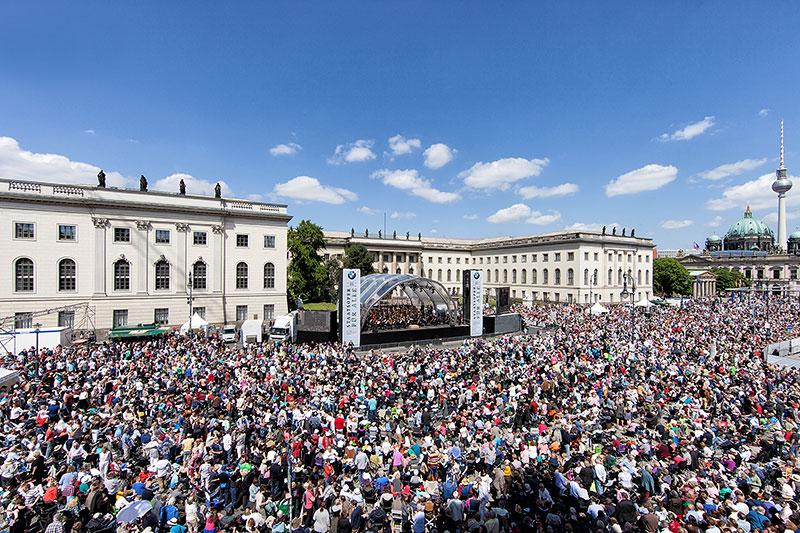 Live-Konzert bei 'Staatsoper für alle' am 1. Juni 2014 auf dem Bebelplatz in Berlin