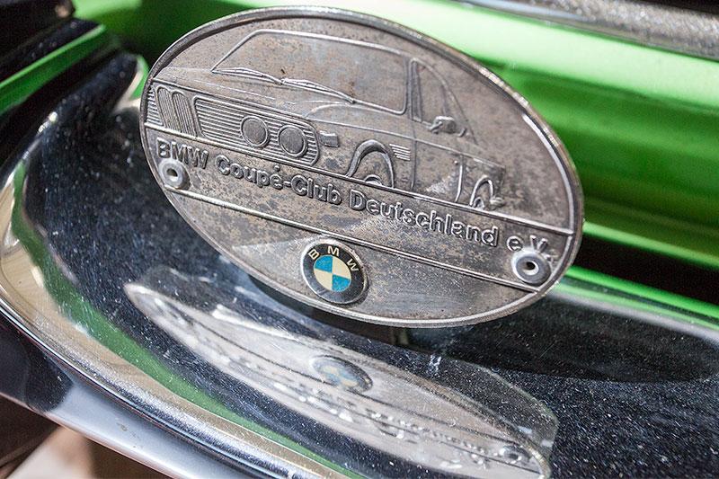 BMW 2.5 CS, Club-Plakette vorne