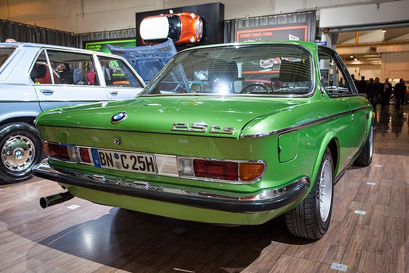 BMW 2.5 CS in taiga grün, Baujahr 1974, ehemaliger Neupreis: 28.550 DM