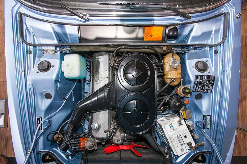 BMW 2.8 L, 6-Zylinder Reihenmotor mit 170 PS bei 6.000 U/Min.