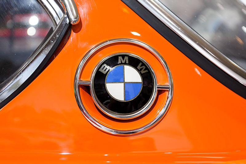 BMW 3.0 CSL, BMW Logo auf der C-Säule