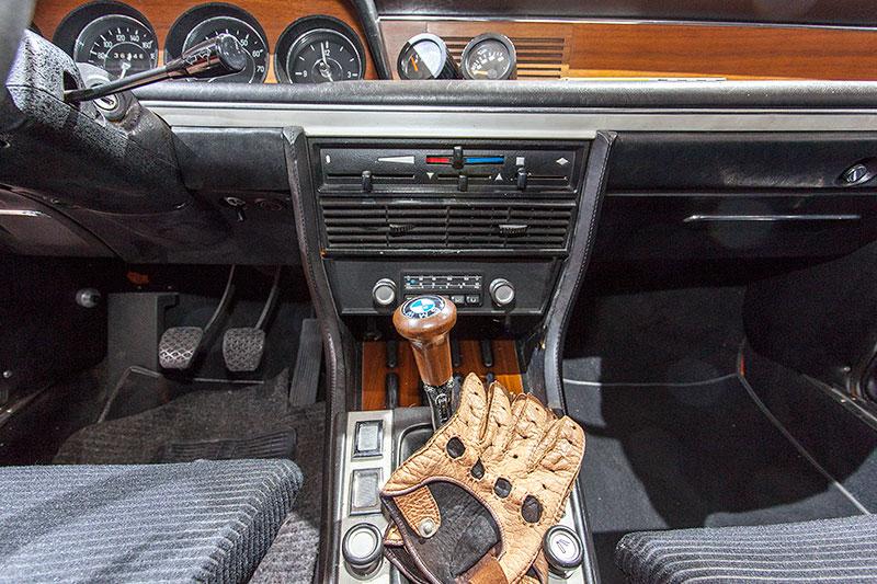 BMW 3.0 CSL, Mittelkonsole