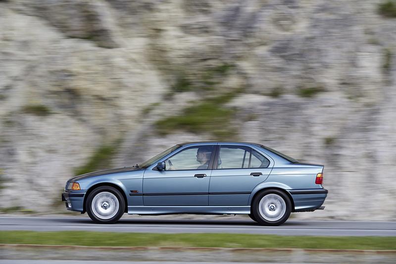 BMW 323i, Modell E36