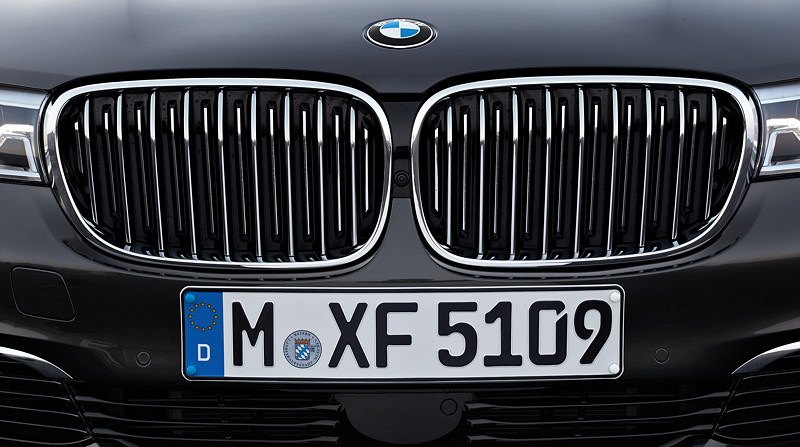 BMW 750Li xDrive (G12), Air Breather und verstellbare Nierenstäbe.